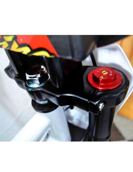 IMR CORSE 155RR con llantas ultraligeras detalle horquilla